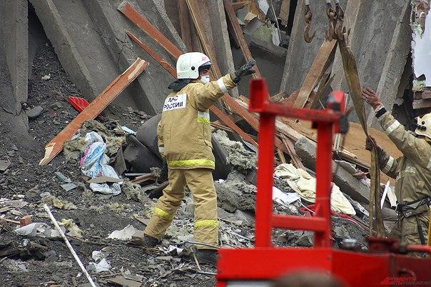 Под завалами рухнувшей пятиэтажки в Перми нашли мертвую женщину