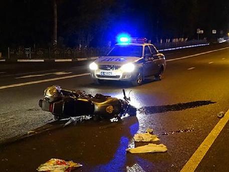 Мотоциклист погиб, водитель автомобиля едва не сгорел заживо в ДТП на юге Москвы
