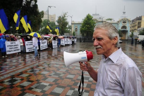 Сотни запорожцев устроили митинг у Верховной Рады