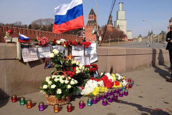 Ставить памятник Немцову на месте его убийства запретили