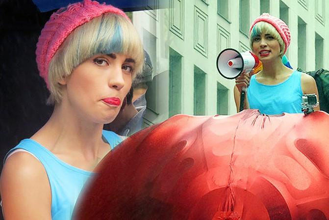 Pussy Riot прошлись во главе гей-парада в Канаде
