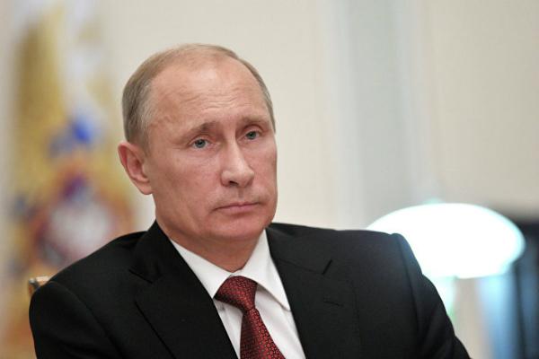Путин: Не надо быть ура-патриотами и осуждать уехавших работать за рубеж