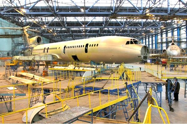 Сборка самолетов Ан-140 в России прекращена из-за санкций Украины