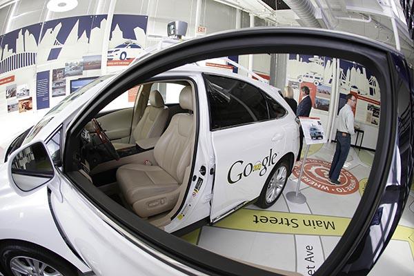 Впервые в истории самоуправляемый автомобиль от Google попал в ДТП с пострадавшими