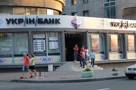 Неизвестный обстрелял банк из миномета в центре Киева