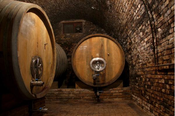В винной бочке на Кубани погибли двое молодых людей