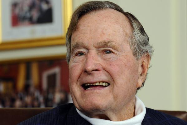 Буш-старший сломал шейный позвонок при падении