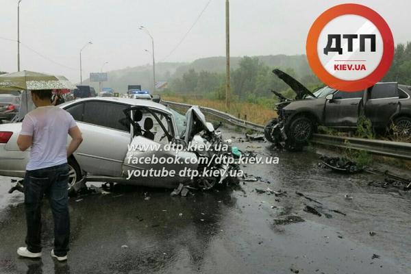 Женщина за рулем спровоцировала лобовую аварию под Киевом с гибелью известного хирурга