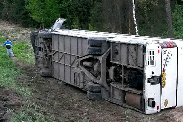 Пассажирский автобус перевернулся по вине водителя