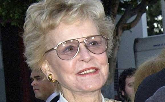 В США в возрасте 92 лет скончалась мать Майкла Дугласа
