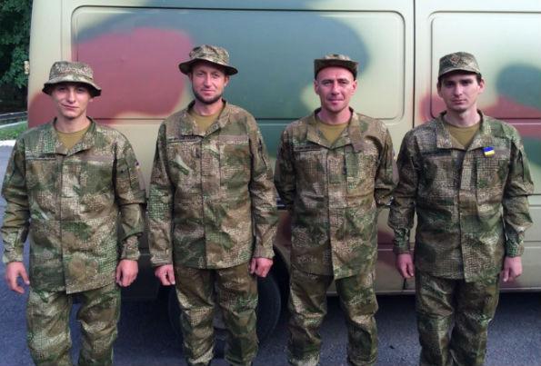 Украинских солдат переодели в