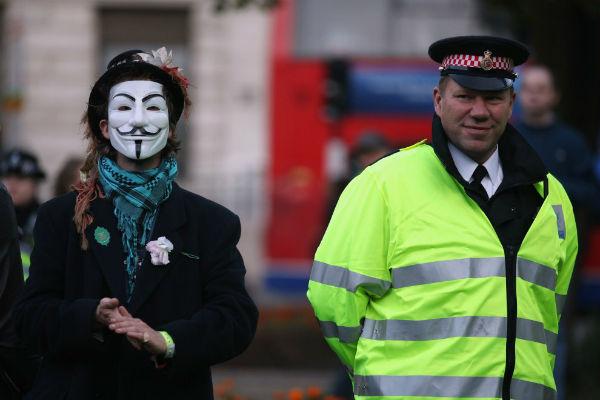 Полицейские застрелили активиста-эколога в маске Гая Фокса