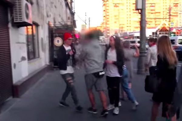 Пранкеры притворились геями и нашли в Москве агрессивных гомофобов