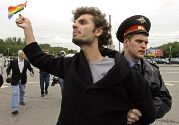 Мэрия Архангельска отказала геям в проведении парада в день ВДВ