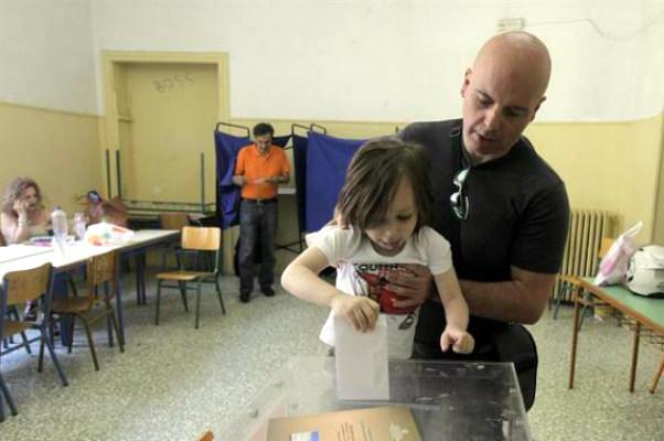 Жители Греции на судьбоносном референдуме отвергают условия кредиторов, - социологи
