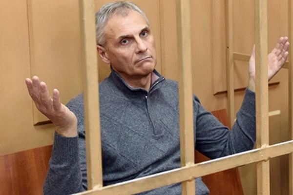 Экс-губернатора Сахалинской области Хорошавина разведут с женой заочно