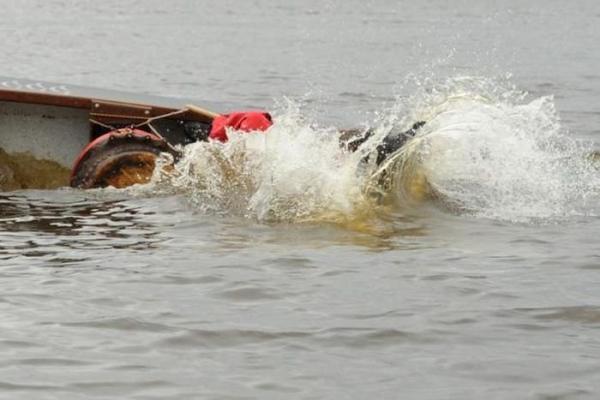 На Волге перевернулась лодка с людьми, погибла 3-летняя девочка