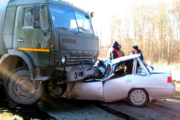 Два ребенка и трое взрослых погибли в жутком ДТП в Калмыкии