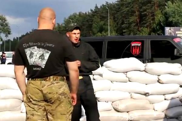 «Правый сектор» установил блокпосты на выезде из Киева