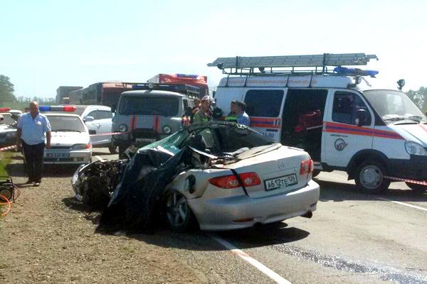 Под колесами КамАЗа на Кубани погибли муж с женой и двое их маленьких детей