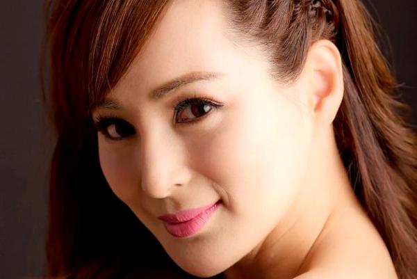 Многодетная красотка из Китая поразила мир своей молодостью