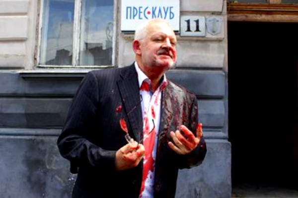 «Правый сектор» облил украинского депутата свиной кровью