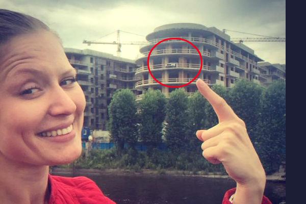 Maserati припарковали на балконе строящегося здания