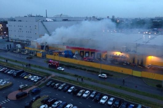 В Санкт-Петербурге из-за пожара были эвакуированы более 500 человек