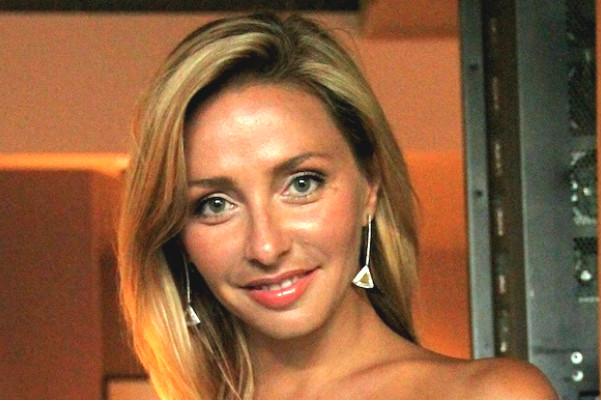 Татьяна Навка перед свадьбой меняет купальники на «сердечные» платья