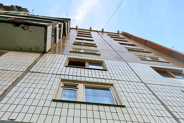 Две 1,5-годовалые близняшки выпали из окна на Камчатке