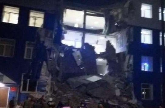 В Омске обрушился корпус учебного центра ВДВ, есть пострадавшие