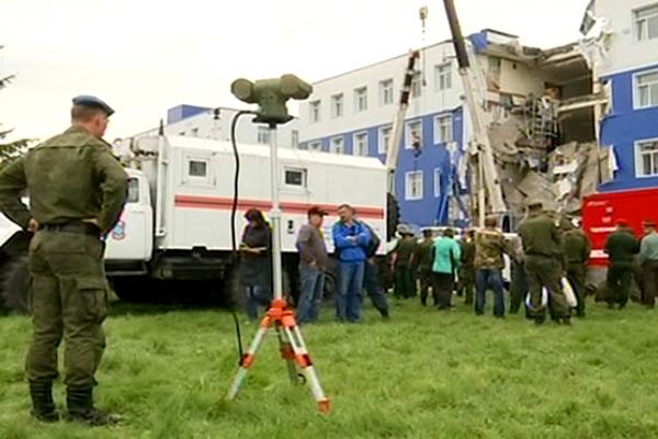 В руинах казармы под Омском обнаружили 23 погибших десантника