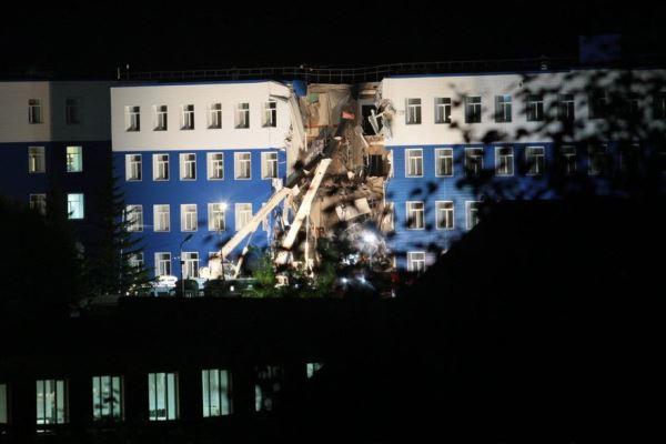 Число погибших из-за обрушения казармы в Омске выросло до 18 человек