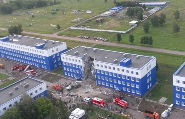 Уголовное дело по факту обрушения казармы под Омском ведется по трем статьям
