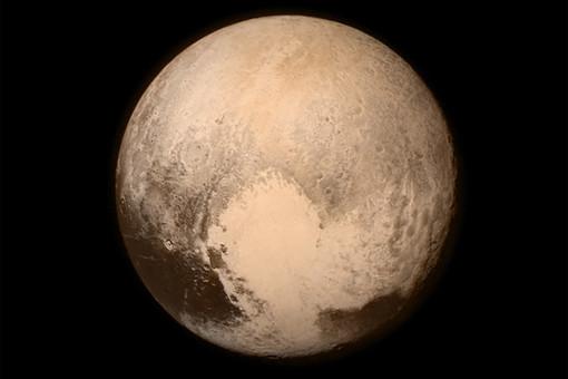 Спутник NASA передал на Землю уникальные снимки Плутона