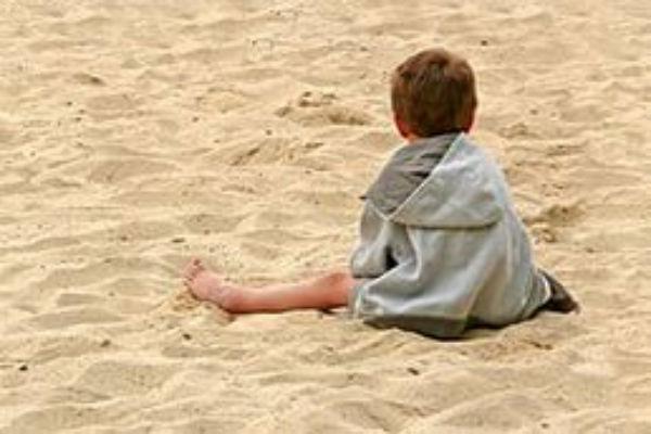Экс-полицейский совращал детей на пляже в Ростовской области