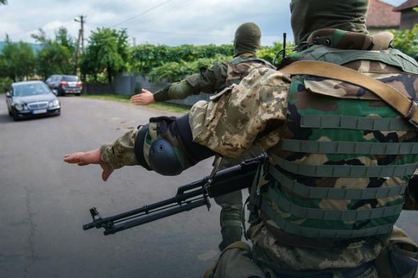 Вооруженные «правосеки» на границе встревожили Польшу