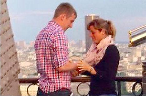 Загадочная помолвка на Эйфелевой башне привела к буму в Интернете