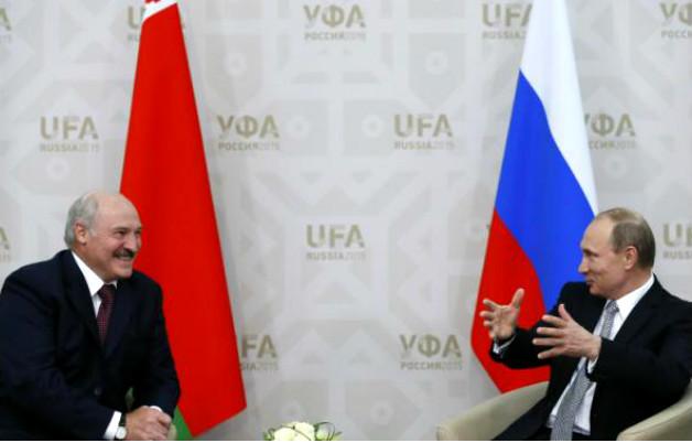 Путин поздравил Лукашенко с повышением статуса Белоруссии в ШОС