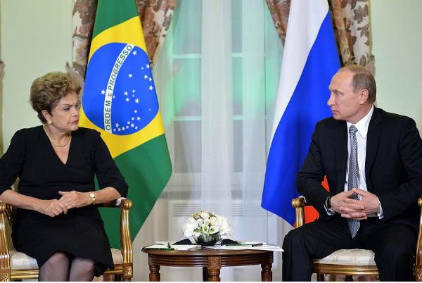 Путин обсудил с президентом Бразилии войну на Украине и футбол