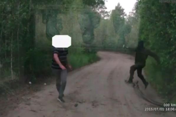 Тюменец с топором набросился в лесу на Land Cruiser с семьей