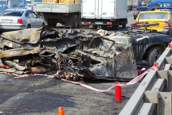 Три человека заживо сгорели в BMW на севере столицы