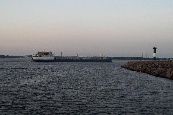 В Волгограде 26-летний электромеханик повесился на ошвартованном танкере
