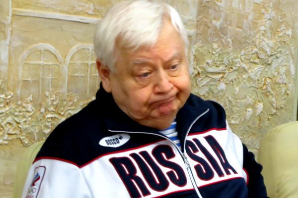 Олег Табаков возмутился «полными дураками» и спел украинские песни