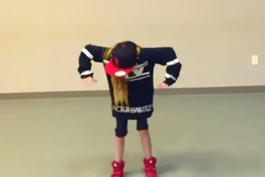 Крутой танец 10-летней малышки взорвал Интернет