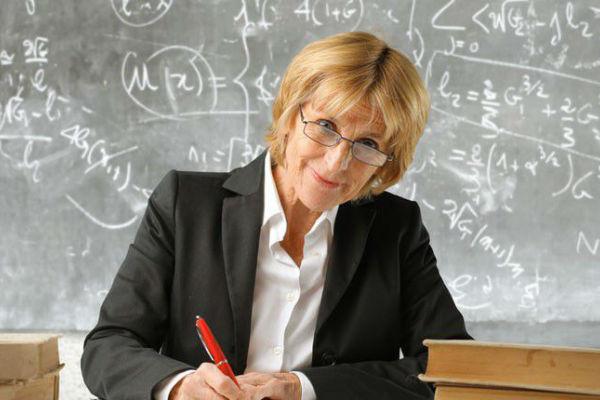 В Думе предложили сравнять пенсии учителей и чиновников