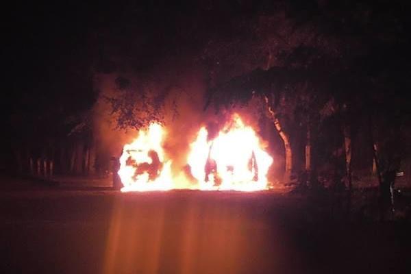 На западной Украине гремят взрывы и горят автомобили
