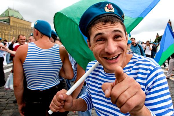 Питерские геи попросили у Смольного разрешить шествие в день ВДВ