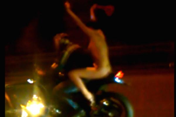 Обнаженная девушка на мотоцикле устроила эпатажное шоу в Воронеже