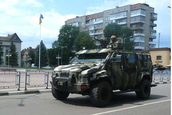Закарпатье оккупировала секретная бронетехника с агрессивными военнослужащими